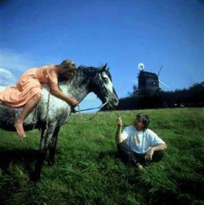 Линда очень любила лошадей