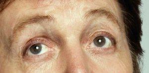 Вырезка Memory Almost Full, глаза такие же, как и в моём предыдущем посте, Т.е. они не изменились АЖ С 1967, но изменились с 1966(начала)-1967.... странно... ах да, а может он линзы носит 40 лет? :\