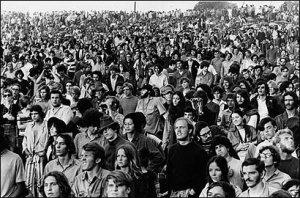 Молодцы!Я только где-то написал на форуме о Ричи Хэвенсе,что жалко не будет Ten Years After,как тут же организаторы исправились и пригласили этих классных музыкантов!Да и вообще список музыкантов впечатляет, и жалко,что Вудсток от нас так далеко!!!Я слежу за концертами в Берлине и если там те же музыканты будут выступать,что и в Вудстоке,то туда можно было бы рвануть,хоть и нелёгкие сейчас времена для путешествий...