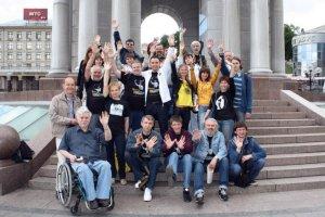 Итак, восстанавливаем хронику события. Первая встреча, как я и писал в НОВОСТЯХ, состоялась в 14 часов на Майдане. На фото все участники акции «Поздравь Пола Маккартни с Днём Рождения лично!».