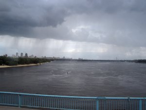 10  Направляясь на Русановскую набережную становится ясно - большего дождя не миновать