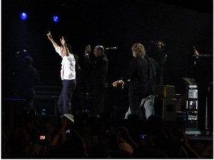 А вот и небольшой фотоотчёт о концерте в Галифаксе!:http://www.examiner.com/ExaminerSlideshow.html?entryid=385031&slide=1