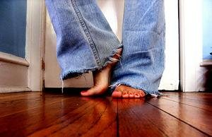 полезно ли ходить босиком дома обеспечения максимального