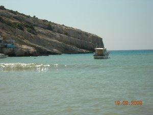 Вот такая встреча с греческими хиппи XXI века соcтоялась у меня на Крите  меньше месяца назад у этой красивой бухты...