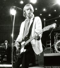 http://www.spinner.com/2009/10/19/tom-petty-and-the-heartbreakers-refugee-live-audio-commen