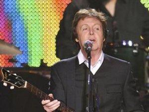 McCartney thrills fans with Hamburg gig