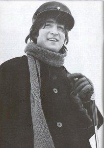 Насчет Элвиса не знаю, а Джон Леннон точно жив.