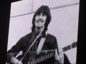Джордж на экране - он тоже присутствовал в тот вечер на концерте!. Правда, незримо..