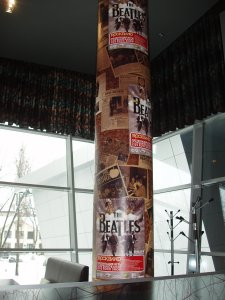 К презентации-соревнованию мы готовились более месяца. Особо хочется похвастаться 4-х метровыми плакатами, которыми мы обклеили колонны в зале, где всё и происходило. Идея дизайна и его воплощение принадлежит Валентину Зубакову (valicoz). Валентин, также является и автором значков, которые уже были представлены здесь.
