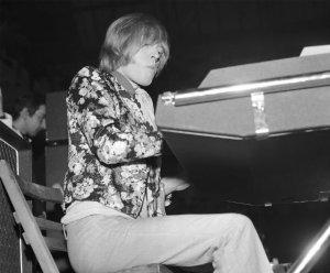 С кларнетом сложно,но на радость нам я отыскал электро-орган(Милан,Италия,8 апреля 1967)