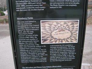 В парке Земляничную поляну предваряет такая информационная табличка