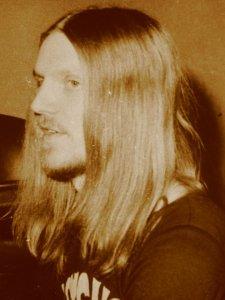В 1973 году ряд известных таллинских музыкантов,имевших склонность к импровизационной инструментальной музыке,сгруппировались вокруг 18-летнего  талантливого ударника Паапа Кылара (на фото).Ансамбль получил название Psycho.Вот первоначальный состав: