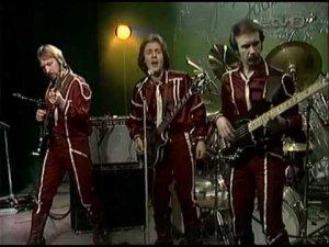 Radar был собран Яаком Йоала в качестве аккомпанирующего состава.К 1978 году Яак был самым непререкаемо крутым поп-исполнителем в Эстонии и готовился к победоносному походу на восток,а для этого была нужна своя группа профессиональных,желательно самых лучших музыкантов.За основу был взят джаз-роковый ансамбль Psycho, имевший достаточный опыт концертной деятельности.Вот кто вошёл в первоначальный состав Радара:Яак Йоала (вокал,флейта),Андрес Пыльдроо (гитара),Рихо Лилье (гитара), Сергей Педерсен (клавиши),Владимир Шерипов (бас),Харри Кырвитс (ударные).В 1979 в Рок-Отель ушли Пыльдроо и Кырвитс,за ударные сел Паап Кылар.В этом составе был записан первый миньон на Мелодии с песней Белый пароходик (Элтон Джон):