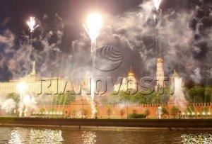 салют. съемка с Софийской набережной:)