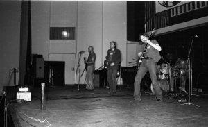 Как это ни удивительно, в начале 80-х функционировала группа,сделавшая кавер на песню Битлз частым гостем эстонских радиостанций: