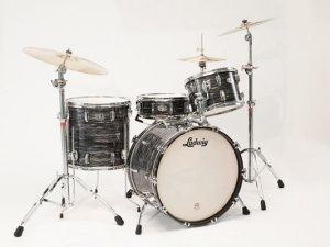 Barry Miles упоминает об одном вручении Ludwig, и это не один малый барабан, а вся установка (подарена Drum City, причём, в London):