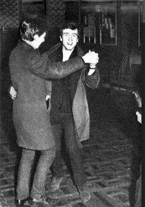 Джон, естественно, не удержался после столь забойной рок-н-ролл парти...