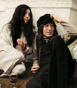 На аукцион выставлена фотография обнаженного Леннона за несколько часов до смерти