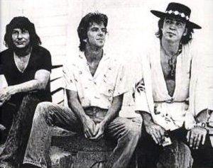 поделитесьвашим мнением о Stevie Ray Vaughan And Double Trouble! по моему мнению замечательном коллективе из Техаса