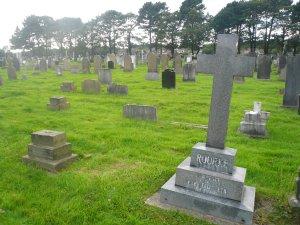 Подхожу к месту погребения... а могилы - НЕТ.