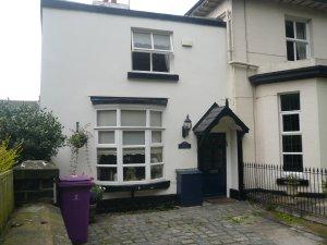 3) .... и, чуточку вернувшись, подошёл к дому 120a  на Allerton Road.