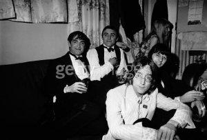 Хотя Дерек Ниммо и Джон Леннон учились в Quarry Bank High School в разные годы, они всегда были хорошими друзьями.