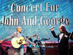 фотка с Концерта для Джона и Джорджа, который прошел в декабре в Самаре (В. Аветисян и В. Снопов)