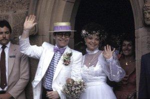 Ни то, ни другое... Примерно в тот период он сделал заявление о своей бисексуальности. Через 10 лет (1984) он заключил брак с Renate Blauel (по любви), но она не смогла его перевоспитать, они расстались в 1988 г.