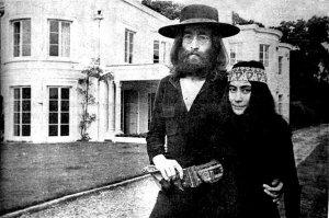 В пятницу 22 августа 1969 Битлы ссобрались на свою последнюю фотосессию в Титтенхёрсте у Джона и Йоко. Было несколько проф фоторгафов - Этан Рассел и монте Фреско из Дэйли Мэйл + Мэл + Линда. Также ввелась сьёмка на любителские кинокамеры.