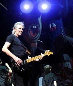 2СаЯн: >Настоящий праздник для поклонников Pink Floyd...  Точно подметил.