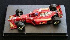 А так выглядел Williams FW20, в 1998 году, с Жаком Вильневым за рулем, на ГП Австралии.