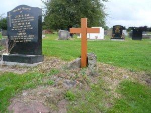 Надгробие и могила леннона Ваза. Габбро-диабаз Топки