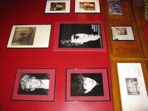 Настоящие фото Астрид, которые висят в заведении Гибсона Кэмпа в Гамбурге. Не ресторан, а настоящий музей! Кэмп сменил в свое время Ринго Старра в группе Рори Сторма, когда последний присоединился к Битлз. Кроме того позднее он был женат на Астрид, она и сейчас изредка помогает ему в заведении.