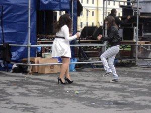 Танцы за кулисами.
