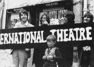 снаружи Mercury Theatre...1968