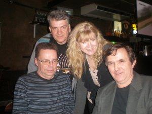 А это я со своими друзьями по поездке в Ливерпуль на фестиваль Битлз-2007 в баре Б2 в перерыве между выступлениями:Cережа Иванов,Саша Турков,Ира Иванова и я ,тамбовский волк Игорь Комсомоленко.