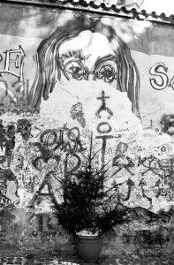Стена Леннона в Праге . Декабрь 1996 года.