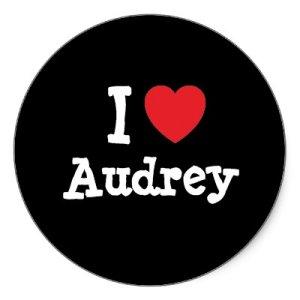 То, что делает Одри, - это НЕЧТО. Нет слов. Невозможно не влюбиться. Одри, мы вас любим!