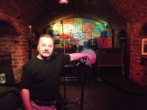Первые концерты «битлы» давали в Cavern Club - более 300 раз выступали они в этом ныне легендарном месте.