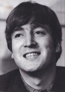 Книга Зубы Джона Леннона? Хм. Надеюсь тома о зубах Пола, Джорджа и Ринго последуют? )))