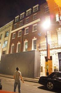 А как вам Savile Row 3 в Лондоне. Последний концерт. Там сейчас идут фасадные работы.