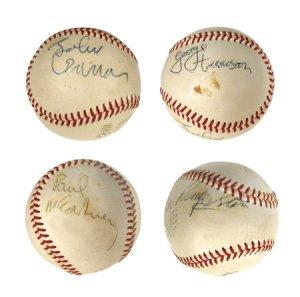 В этот день в Вашингтоне Битлз оставили единственный в своем роде сувенир: автографы на бейсбольных мячиках.