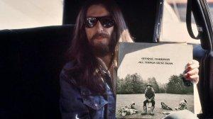 - Самый топовый альбом Джорджа Харрисона, тройной - All things must pass, который вышел в декабре 1970-го, он был в коробке. Это был первый в истории тройной альбом. Его давали за пять рублей, за семь рублей, -