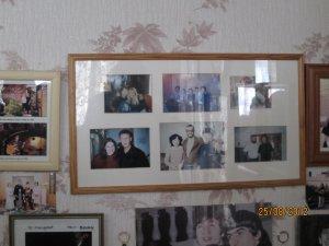 А вот фото Жени Ененко с самим Полом в комнате той же старушки!