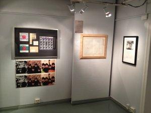 А это зальчик с оригиналами работ и подписаннными фотками - партитура Естердэй (Скрипичные партии) - автограф Мартина и Маккартни - 9т.€.
