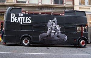 Специально разработанный   двухэтажный   автобус   Beatles   прокатился     вчера улицами     Нью-Йорка .  Одна из   его остановок   была в нескольких кварталах от   CBS  -FM   студии   в Сохо.   Специально изготовленные   автобусы   путешествовали по улицам   Нью-Йорка и   Лос-Анджелеса   для релиза   виниловых   ремастеринговых   студийных альбомов     группы    .