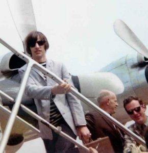 Ринго 1965 17 августа, New York, boarding a flight to Toronto.
