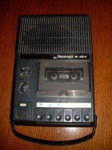 Легенда М-404. родители подарили на 14 лет. к нему прилагалась одна кассета. в нашем доме быта был ларек, где...