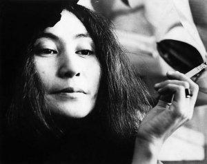 Решила посвятить стихотворение встрече Леннона с Йоко.