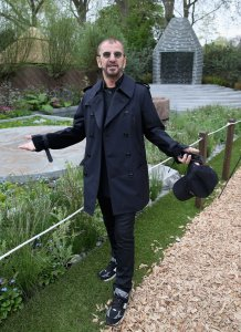 2efan:  >FLOWER POWER!)   Ringo at the Chelsea Flower Show (May 20th 2013)